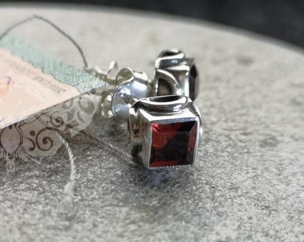 925 Sterling Silver GARNET Earrings #301.276