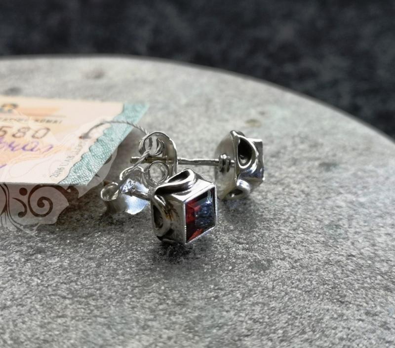 925 sidabro auskarai su GRANATU #301.276