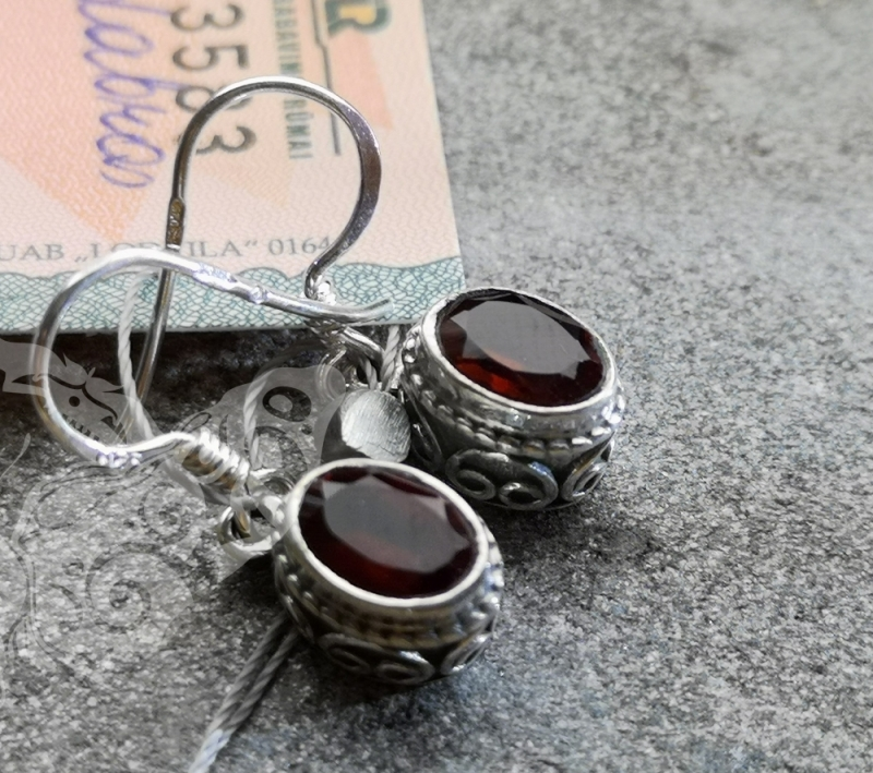 925 Sterling Silver GARNET Earrings #4263.376