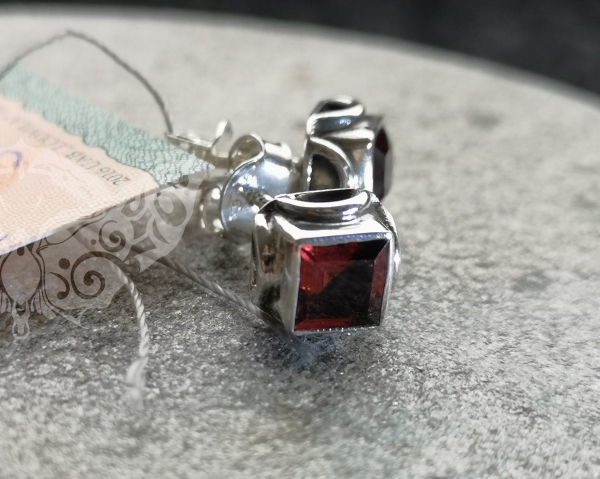 925 Sterling Silver GARNET Earrings #301.261
